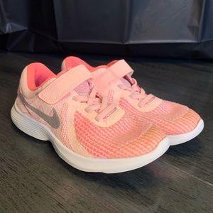 Nike Girls Revolution 4 - SZ 2Y PINK